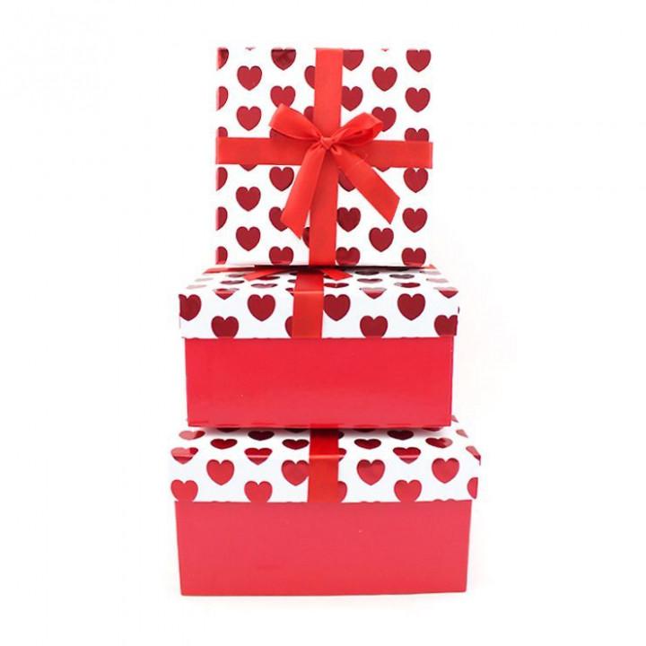 Коробка Красные сердца квадрат с бантом